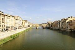 Panorama med ponte Vecchio i Florance Fotografering för Bildbyråer