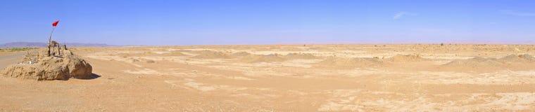 Panorama med vatten väl i Sahara Desert, Marocko Arkivfoton