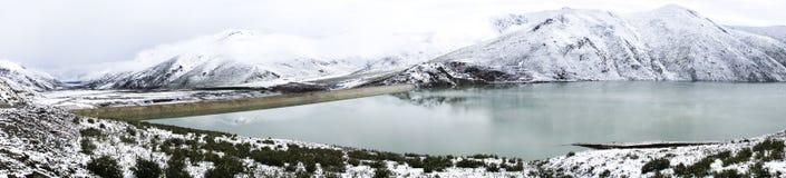 Panorama, meer en sneeuw in Amdo Stock Fotografie