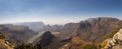 Panorama met Drie Rondavels, Blyde-Riviercanion, Zuid-Afrika Royalty-vrije Stock Foto