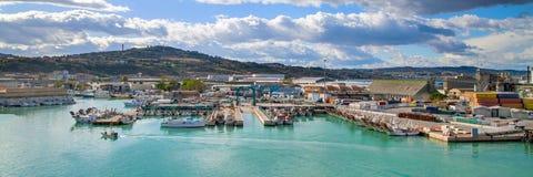 Panorama met haven van Ancona, gedokte boten stock fotografie