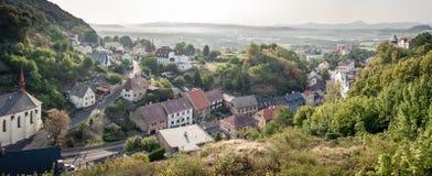 Panorama met klein Tsjechisch dorp royalty-vrije stock foto's