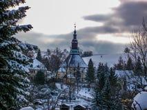 Panorama met mening van het Seiffener-kerkdorp Seiffen, Ertsbergen stock afbeeldingen