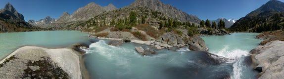 Panorama met watervallen Stock Foto's