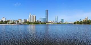 Panorama miasto od miasto stawu, Rosja Obrazy Stock