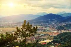 Panorama miasto w Karpackich górach Obrazy Stock