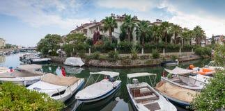 Panorama mit Booten Lizenzfreie Stockfotos