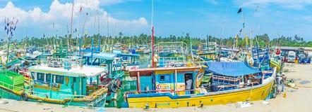 Panorama mit bunten Schleppnetzfischern Lizenzfreie Stockfotos