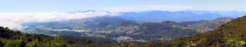 Panorama mit Nuwara Eliya und Berge herum Stockfotos