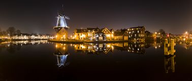 Panorama mit Windmühle in Haarlem Stockfotografie