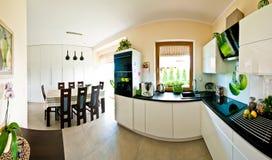 Panorama moderno de la cocina Imagen de archivo