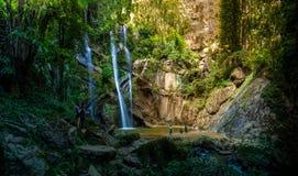 Panorama, Mok Fa-Wasserfall Stockfotos