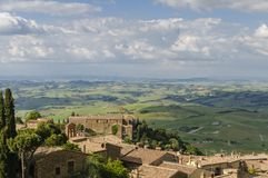 Panorama Montalcino i Tuscany krajobraz, Włochy, Europa obrazy stock