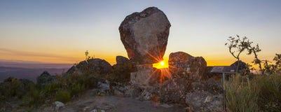 Panorama- Montanchez växlingssten, Extremadura, Spanien Arkivbild