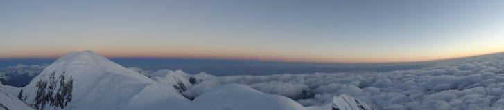 Panorama Montanhas e nuvens Pamir Fotografia de Stock Royalty Free