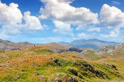 Panorama Montenegros, des Nationalparks Durmitor, der Berge und der Wolken Schäfer und Schafherde Sonnenlicht lanscape Naturreise Stockfoto