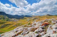 Panorama Montenegros, des Nationalparks Durmitor, der Berge und der Wolken Sonnenlicht lanscape Freies Meer und blauer Himmel am  Lizenzfreies Stockbild