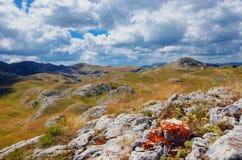 Panorama Montenegros, des Nationalparks Durmitor, der Berge und der Wolken Sonnenlicht lanscape Freies Meer und blauer Himmel am  Stockfotografie