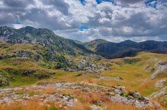 Panorama Montenegros, des Nationalparks Durmitor, der Berge und der Wolken Sonnenlicht lanscape Freies Meer und blauer Himmel am  Stockbilder