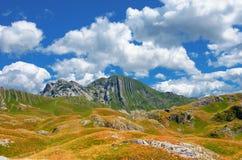 Panorama Montenegros, des Nationalparks Durmitor, der Berge und der Wolken Sonnenlicht lanscape Freies Meer und blauer Himmel am  Stockfotos