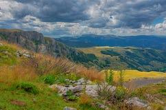 Panorama Montenegros, des Nationalparks Durmitor, der Berge und der Wolken Sonnenlicht lanscape Freies Meer und blauer Himmel am  Lizenzfreies Stockfoto
