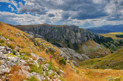 Panorama Montenegros, des Nationalparks Durmitor, der Berge und der Wolken Sonnenlicht lanscape Freies Meer und blauer Himmel am  Stockfoto