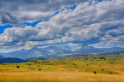 Panorama Montenegros, des Nationalparks Durmitor, der Berge und der Wolken Sonnenlicht lanscape Freies Meer und blauer Himmel am  Stockbild