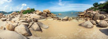 Panorama morze z skałami w przedpolu w Nha Trang, Wietnam - Hong Chong - Obrazy Stock