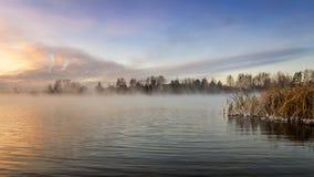 Panorama mroźny ranek na jeziorze z mgłą, Rosja, Ural, Listopad zdjęcie stock