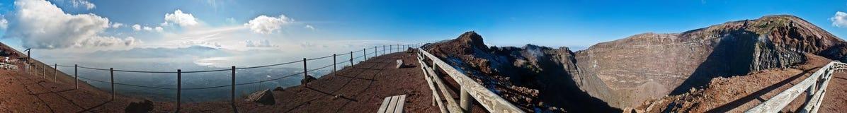 Panorama na cratera do vulcão Vesuvio Fotos de Stock Royalty Free