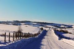 Panorama na estrada, panorama bonito do inverno do inverno imagens de stock
