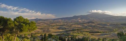Panorama naar Monte Amiata, Toscanië stock foto's