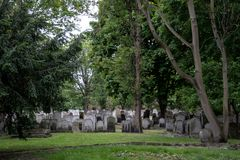 Panorama nagrobki przy historycznym Żydowskim cmentarzem przy Brady ulicą, Whitechapel, Wschodni Londyn obraz stock