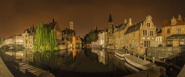 Panorama- nattlig sikt av Bruges Royaltyfria Foton