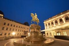 Panorama- nattsikt av den rid- statyn av ärkehertigen Albert in Royaltyfria Foton