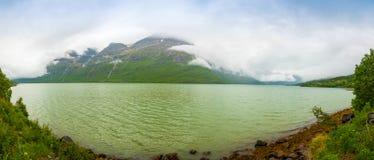 Panorama natura widok z fjord i górami w Lofoten, Norwegia Obrazy Stock