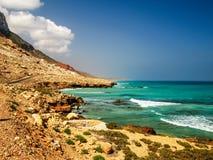 Panorama naturalna Skalista Diylesha plaża, Soqotra wyspa Jemen Zdjęcie Stock