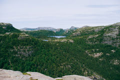 Panorama- naturlandskap av bergsjöarna i Norge på a arkivfoton