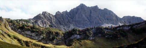 Panorama nelle montagne di Tannheim, Austria Immagine Stock