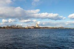 Panorama Neva rzeka i forteca Peter i Paul Pogodny Kwietnia dzień saint petersburg Obrazy Stock