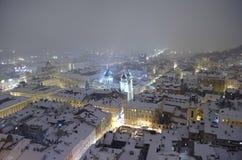 Panorama nevado de Lvov na Noite de Natal Fotografia de Stock