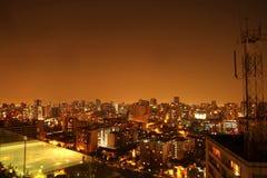 Panorama notturno di Santiago de Cile fotografia stock libera da diritti