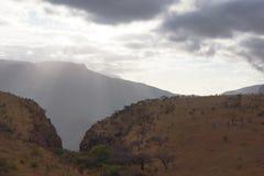 Panorama o das montanhas de drakensberg imagens de stock
