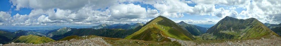 Panorama occidental de las montañas de Tatras Imágenes de archivo libres de regalías