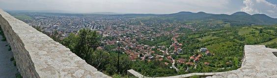 Panorama- och flyg- sikt av en del på staden av Deva royaltyfria foton