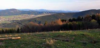 Panorama od Mala Kycera wzgórza w Moravskoslezske Beskydy górach Obrazy Stock