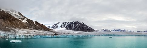 Free Panorama Of A Glacier And Mountains In Ellesmere Island, Part Of The Qikiqtaaluk Region In The Canadian Territory Of Royalty Free Stock Image - 162485156