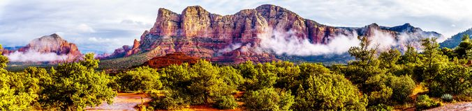 Free Panorama Of Lee Mountain, Munds Mountain And Other Red Rock Mountains Surrounding The Town Of Sedona Stock Photos - 138511613