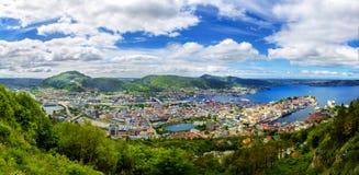 Panorama op Bergen en haven vanaf de bovenkant van bergfloyen Stock Afbeeldingen