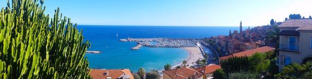 Panorama op de Baai van Menton, Franse Riviera Stock Foto